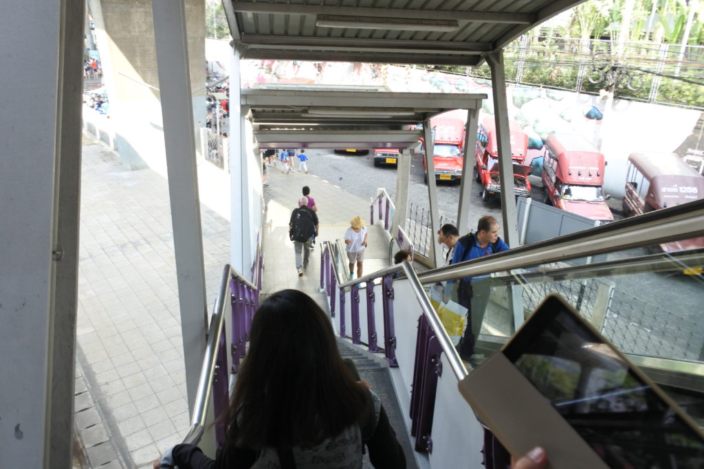 サパーンタクシン1番出口